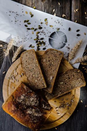 Ražný Chlieb s Jačmeňom a Tekvicovými Semiačkami