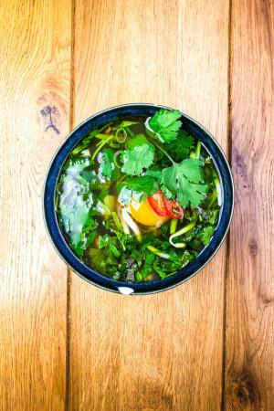 Ázijský Vývar s Vajíčkom a Zeleninou
